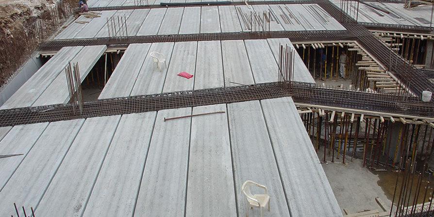تصویر اجرای دال بتنی پیش ساخته در سقف