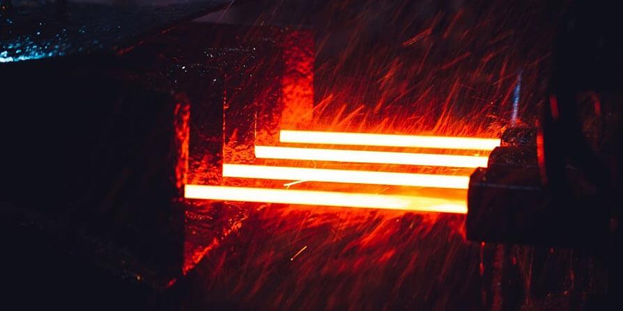 تصویر مرحله نورد گرم از تولید میلگرد