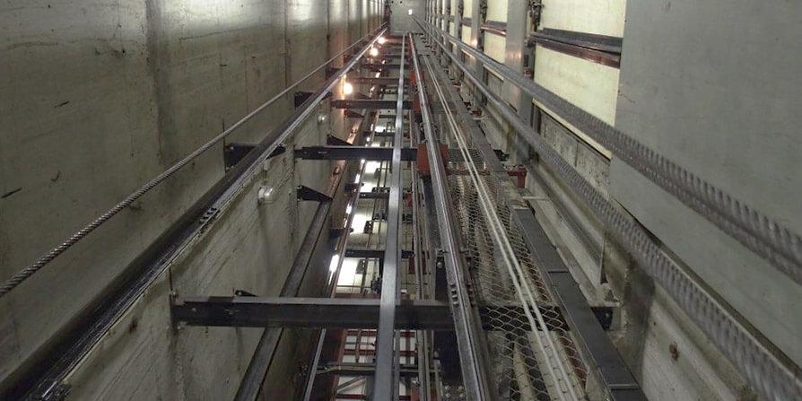 تصویری از چاهک آسانسور
